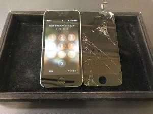iPhone5S 画面ひび割れ修理