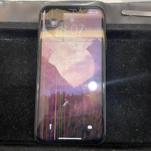 画面割れ液晶漏れが激しいiPhoneXR