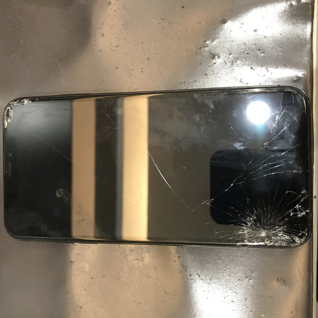 iPhoneXsMAX画面交換