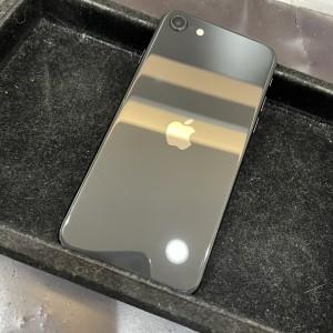 iPhone SE2 背面もコーティング!!!
